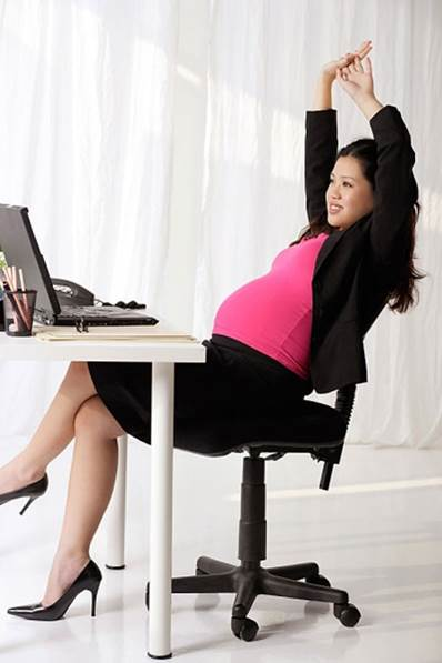 Pregnant women should rest regularly during working time.