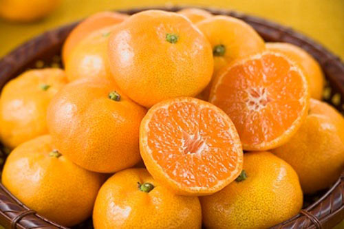 Oranges, mandarins are the most wonderful foods to provide energy for mothers who have just given birth.