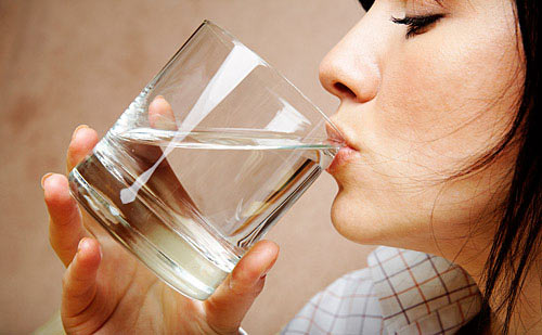 Drinking water is a solution that helps you feel alert to work while you feel asleep.