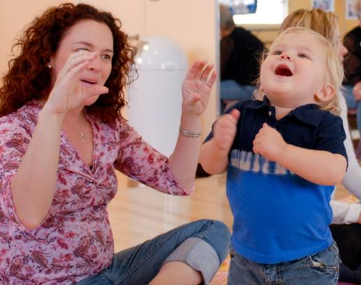 Teach your baby to learn language with familiar but strange method