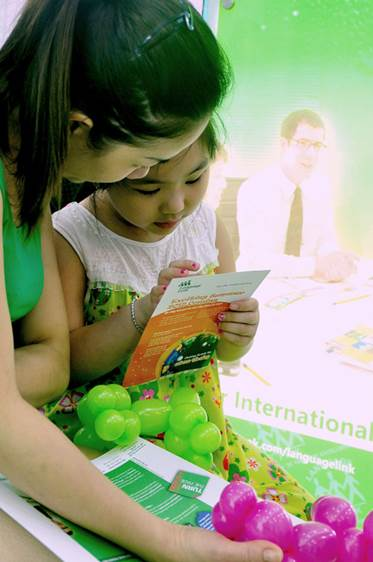Parents are the people who help children learn English best