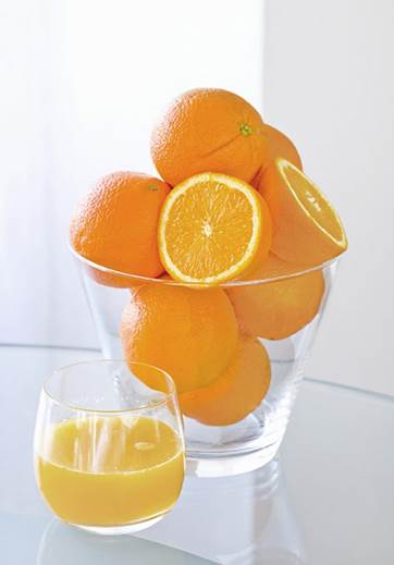 A glass of orange juice is good for the pregnant women.
