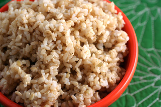 Eating brown rice with sesame salt helps reduce weight quickly and is safe for health.