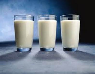 Drinking 3 glasses of milk a day will make blood pressure stable, prevent some popular cancers and reduce the risk of fat.