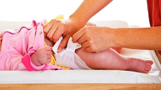 Description: Don't put too much cloth between the feet of the baby, as this can cause diaper rash or chafe