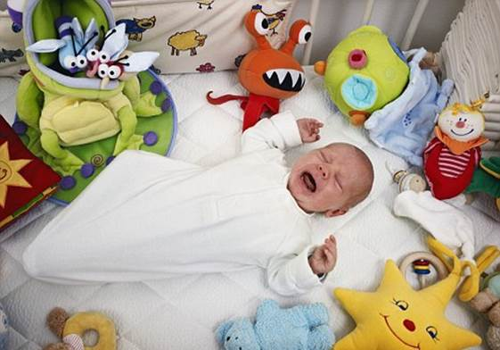 Description: Blankets, toys and crib bumper make you want to have your baby sleep with this pleasant stuff at night, but they can cause serious dangers to newborn babies in the crib or cot.