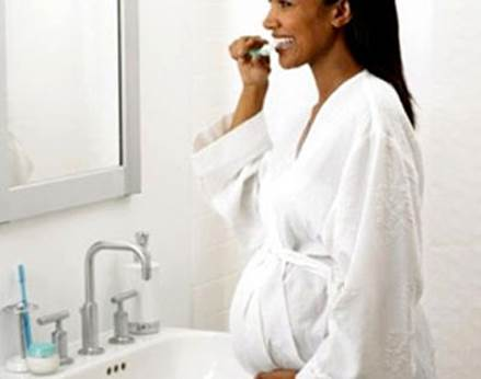 Pregnant women should ensure to brush their teeth twice a day.