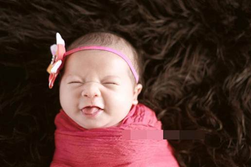 Description: Babies that are from 4 weeks old begin to read loudly and unceasingly, shout and cream, smile to show their emotion.