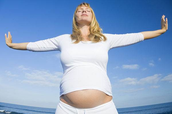 Description: Wearing clothes that are tight on the belly will make you look slimmer, as it will make your pregnant shape more obvious