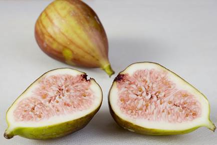 fig contains elements such as calories, phosphorus, potassium and some vitamins such as C, B1 and especially a lot of fiber