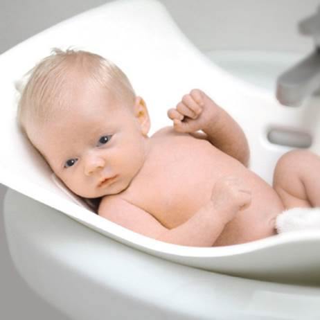 Relax and slowly clean the baby.