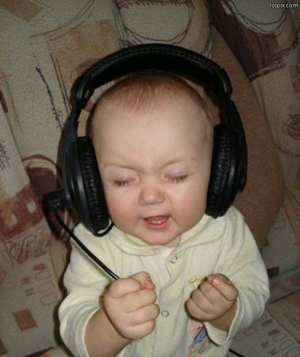 Every day, you should let babies listen to selected songs, 15-30 minutes for each time.