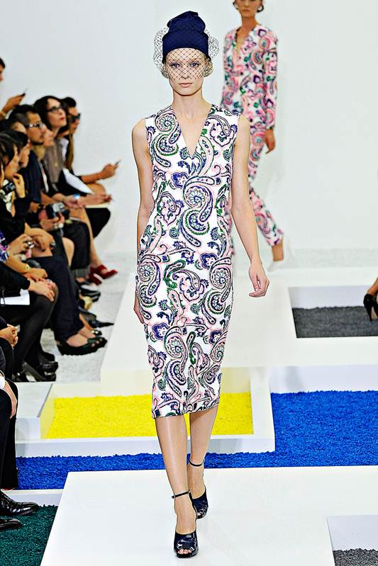 Description: Cue supreme sophistication in the form of an architectural aesthetic. The bright paisley print and below-the-knee dresses were the standouts in this simply chic collection.