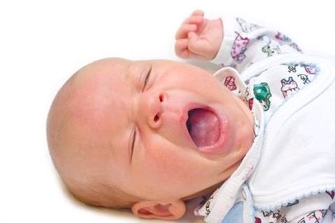 If in the first time babies practice drinking water, they drink quickly, they can couch and spray for a while.