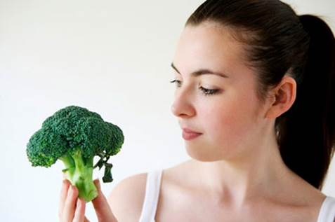 Broccoli has lots of beta-carotene that is good for eyes.