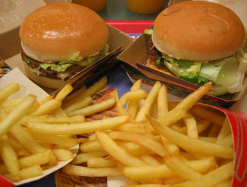 Fast food isn't nutritious for body of pregnant women.
