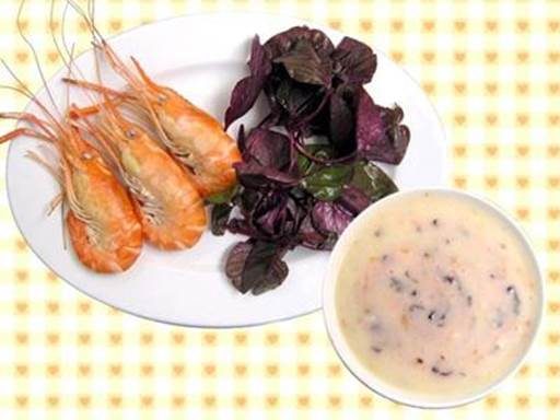 Shrimp and spinach gruel is very nutritious for children.