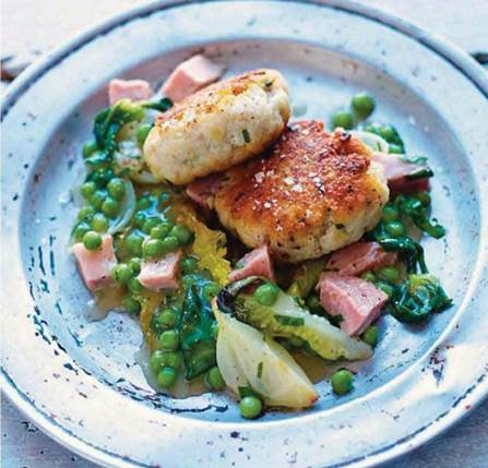 Fish cakes with ham & peas