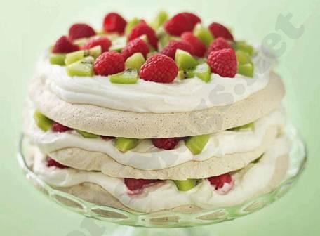 Description: Almond meringue cake with kiwi and raspberries