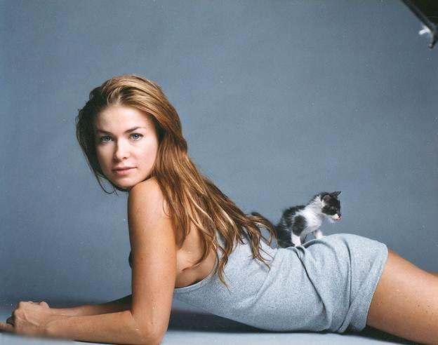 Description: Model: Carmen Electra