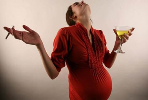 Smoking cigarette and drinking wine, beer in pregnancy can lead to miscarriage, premature birth, babies have light weight…