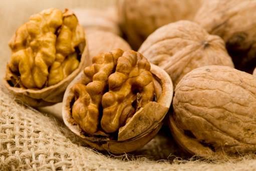 The organic acids in walnut can help stimulate the development of the fetal brain.