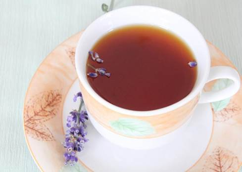 Lavender tea can prevent pimples and whiten the skin, better scars, improve the metabolic process and stimulate scar healing.