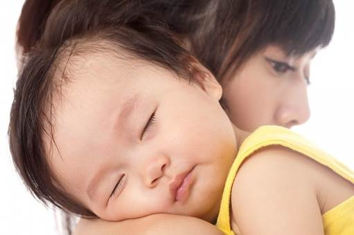 Parents should create the best condition to bring their children good sleeps.