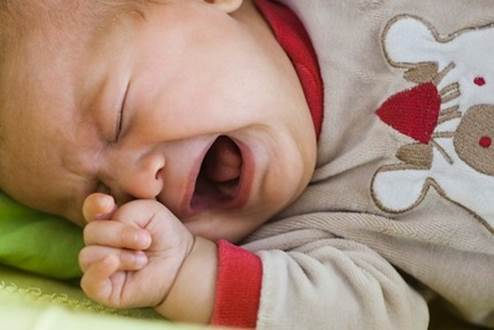 There're many reason causing baby's cries, you should have some simple knowledge to sooth a crying baby.