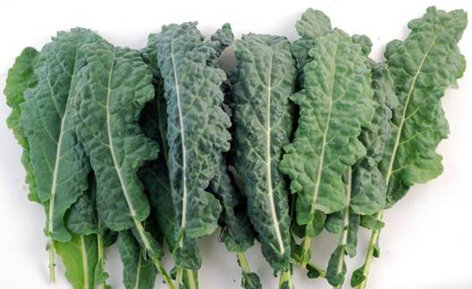 Kale is packed with iron, which boosts collagen and fends off wrinkles.