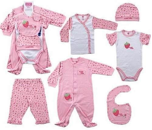 8d218ad3d50c3 Mothers should choose cloths whose material is natural because its softness  is suitable with newborn baby's