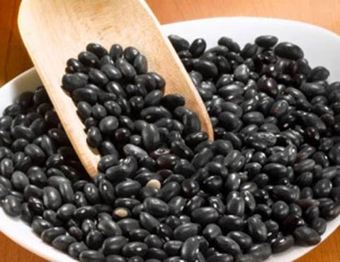 Eating black beans that are soaked with vinegar can help women lose weight after giving birth.