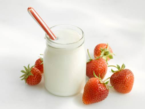 Women should use a glass of yoghurt every day.