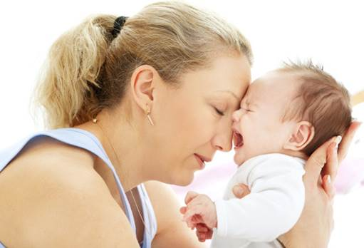 When babies begin to cry, the first thing that parents should do is paying attention to them.