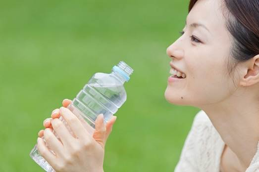You should drink at least 2.5 liters of water when you wake up until 6p.m.