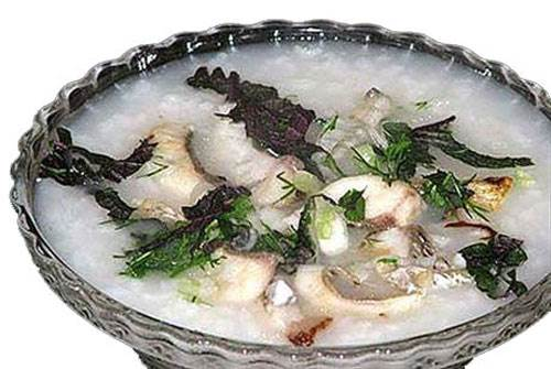 Soup of crucian carp is nutritious remedy for pregnant women.