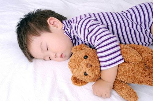 If children sleep less, it will affect their eyesight and ability of acquiring and studying.