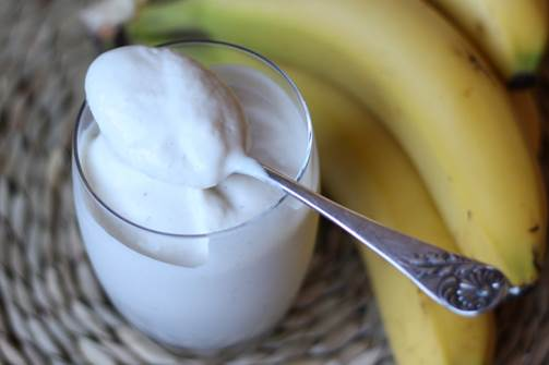 Banana and ice-cream smoothie is very nutritious.