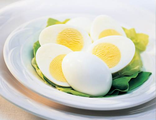 Boiled eggs are main dishes that are able to keep the nutrients the most.