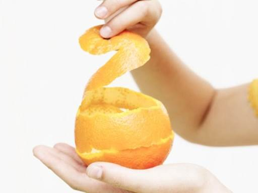 Peeling an orange can help you to reduce stress.