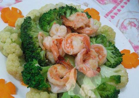 Cauliflower that is fried with shrimp is delicious and easy to make.