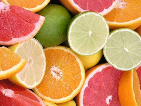 Fruits have segments such as orange, mandarin, grapefruit, lemon… that are rich in vitamin C.