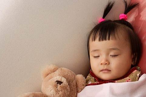 You shouldn't let children eat too fully about 2 hours before sleeping.