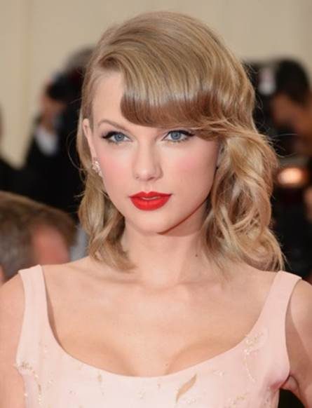 5 Celebrities Who Wear Red Lipstick as Their Signature Makeup Look