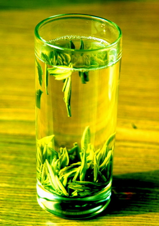 Description: The combination of green tea catechins and caffeine provides a green fat burning effect.
