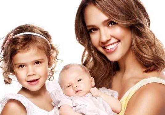 Description: Jessica Alba and her children