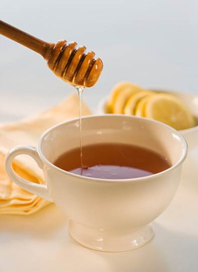 Tea and honey are considered miraculous herbal remedies that can help you eliminate feeling of sore throat.