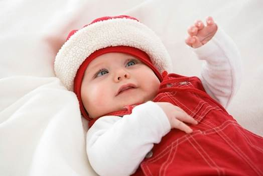 Newborn babies cannot see in the far position and see things around clearly.