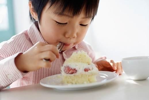 You shouldn't let your children nosh before main meals.