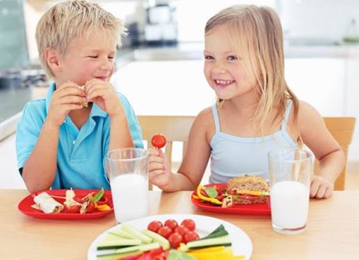Meals for children need to have a lot of different foods such as vegetables, fruits, protein and fats.